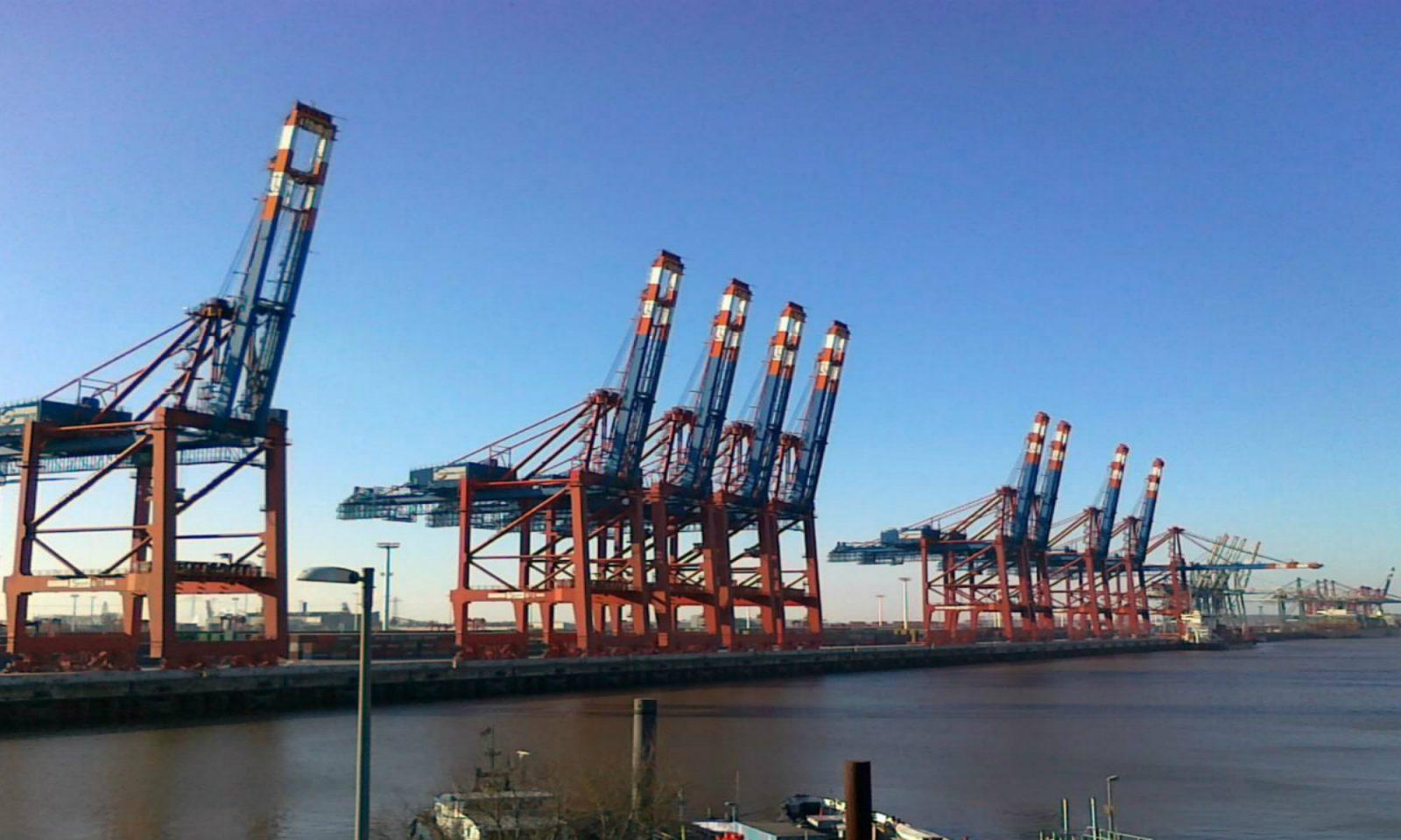 Hafenkräne im Hamburger Hafen 2000×1200